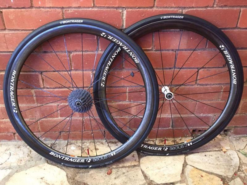 Bontrager aeolus d3 3s clinchers ( shimano 10 / 11s ready ) includes skewers, tyres ( bontrager AW3 ) and tubes
